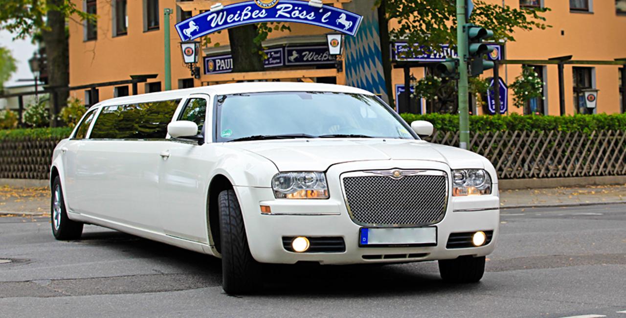 Chrysler C300 Stretchlimousine Weiß mieten in Berlin