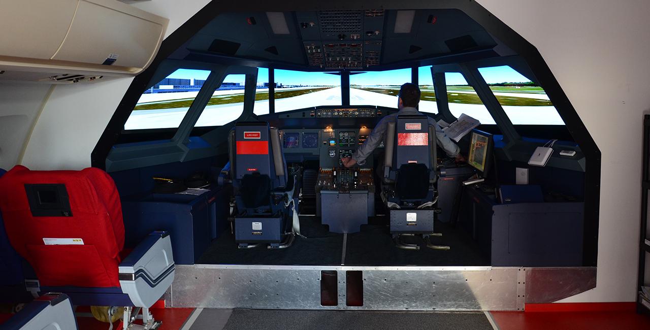 Flugsimulator Airbus A 320 in Zürich-Wollishofen, Schweiz